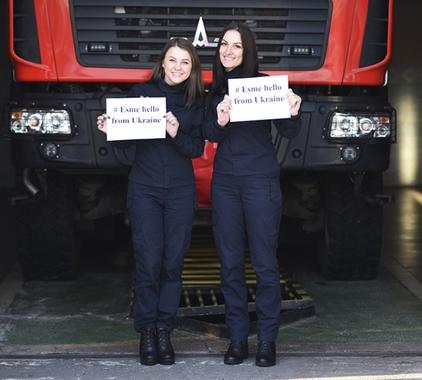 Рівненські рятувальниці підтримали мрію чотирирічної Есмі з Великої Британії (ФОТО) ⇒ ІНФОРМАЦІЙНИЙ ПОТІК Рівне | Новини Рівного