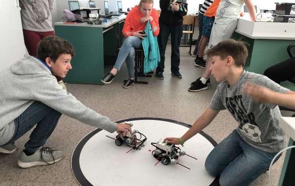 Хакатон и робототехника в Летней школе