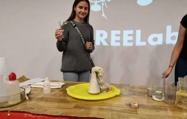 В ИЦАЭ Ульяновска изучили воздух на уроке «FREELab»